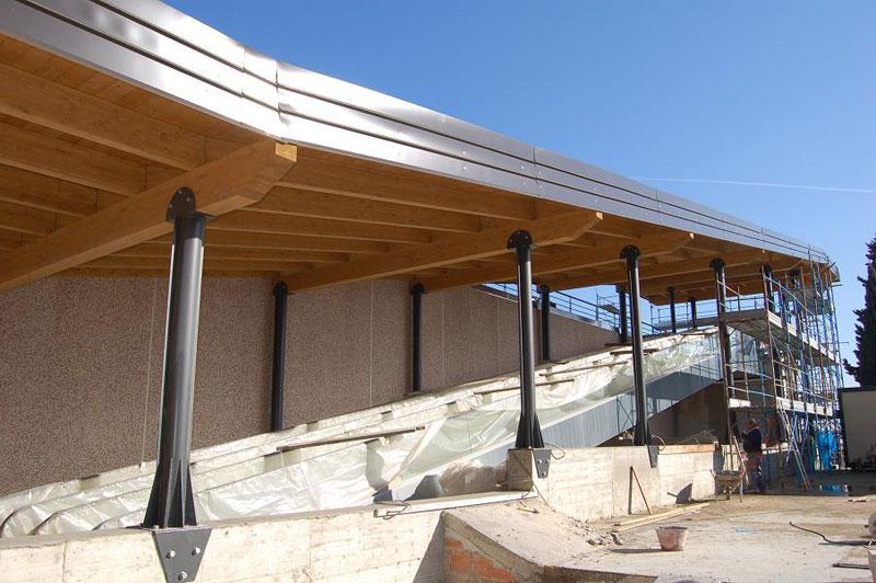 Pensilina legno lamellare acciaio for Pilastri anteriori per la casa